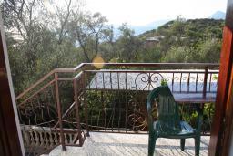 Вид на море. Черногория, Жанице / Мириште : Апартамент с отдельной спальней, с балконом, с видом на море и на сад
