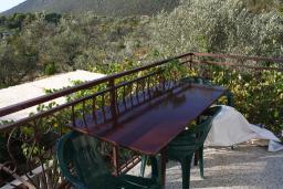 Балкон. Черногория, Жанице / Мириште : Апартамент с отдельной спальней, с балконом, с видом на море и на сад