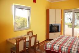 Студия (гостиная+кухня). Черногория, Жанице / Мириште : Студия с балконом, 80 метров до моря