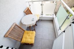 Балкон. Черногория, Петровац : Студия с видом на море, 30 метров от пляжа, с балконом с видом на море