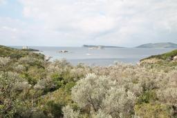 Вид на море. Черногория, Жанице / Мириште : Апартамент для 4-5 человек, с двумя отдельными спальнями, с балконом с видом на море, 80 метров до пляжа