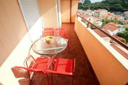 Балкон. Черногория, Петровац : Апартамент для 4-5 человек, 2 отдельные спальни, с видом на море