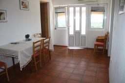 Черногория, Жанице / Мириште : Апартамент для 3 человек с отдельной спальней, с террасой и видом на сад