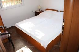 Спальня 2. Черногория, Радовичи : Апартамент для 5 человек с двумя отдельными спальнями, с террасой и видом на сад