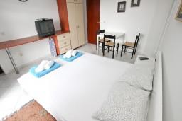 Bed room. Montenegro, Petrovac : Apartment with 3 bedrooms in Petrovac