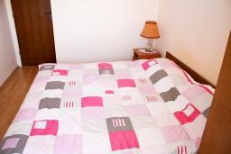 Спальня. Черногория, Петровац : Комната для 2 человек, с балконом с видом на море