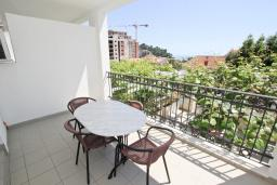 Балкон. Черногория, Петровац : Апартамент с отдельной спальней, с балконом с видом на море