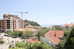 Вид на море. Черногория, Петровац : Апартамент с отдельной спальней, с балконом с видом на море