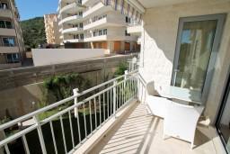 Балкон. Черногория, Петровац : Современный апартамент для 4-6 человек, 2 спальни, с балконом