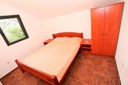 Bed room 4. Montenegro, Krasici : House with 4 bedrooms in Krasici for 12 guests