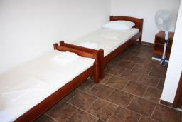 Bed room. Montenegro, Krasici : House with 4 bedrooms in Krasici for 12 guests