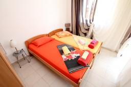Спальня 2. Черногория, Петровац : Современный апартамент для 6-7 человек, 3 спальни, с балконом с видом на море