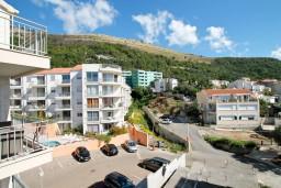 Вид. Черногория, Петровац : Современный апартамент с отдельной спальней, с балконом с видом на море