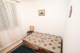 Спальня 2. Черногория, Петровац : Современный апартамент для 3-5 человек, 2 спальни, с балконом с видом на море