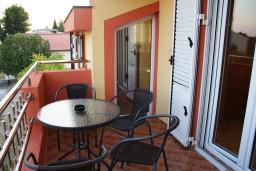 Балкон. Черногория, Радовичи : Апартамент для 6 человек с двумя отдельными спальнями, с балконом и видом на море