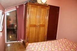 Черногория, Радовичи : Апартамент для 4 человек с отдельной спальней, с балконом и видом на море