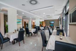 Кафе-ресторан. Petrovac 4* в Петроваце