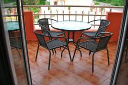 Черногория, Радовичи : Апартамент для 4 человек с отдельной спальней и балконом