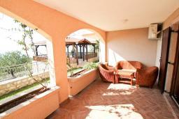 Терраса. Черногория, Святой Стефан : Апартамент для 2-4 человек, с отдельной спальней, с террасой с видом на море