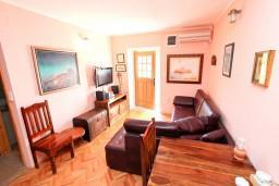 Черногория, Пржно / Милочер : Апартамент для 4-5 человек, с отдельной спальней, на самом берегу моря