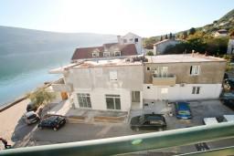 Вид. Черногория, Дженовичи : Апартамент с отдельной спальней, с балконом и видом на море