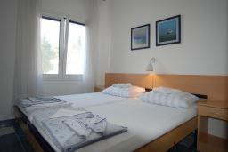 Спальня 2. Черногория, Будва : Апартамент для 4-6 человек, 2 спальни, с террасой с видом на море
