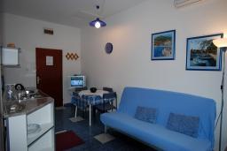 Гостиная. Черногория, Будва : Апартамент для 4-6 человек, 2 спальни, с террасой с видом на море