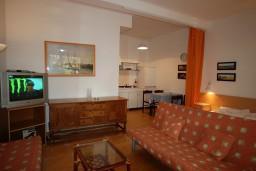 Студия (гостиная+кухня). Черногория, Будва : Студия с террасой в 300 метрах от моря