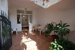 Терраса. Черногория, Будва : Студия с террасой в 300 метрах от моря