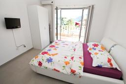 Студия (гостиная+кухня). Черногория, Игало : Современная студия  в центре Игало, с балконом с видом на море