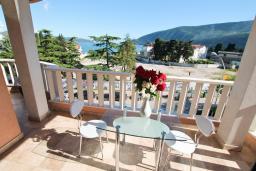 Балкон. Черногория, Игало : Современная студия  в центре Игало, с балконом с видом на море