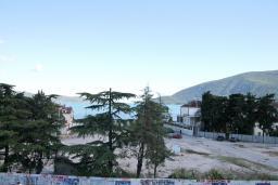 Вид на море. Черногория, Игало : Современная студия  в центре Игало, с балконом с видом на море