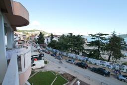 Вид. Черногория, Игало : Современная студия  в центре Игало, с балконом с видом на море