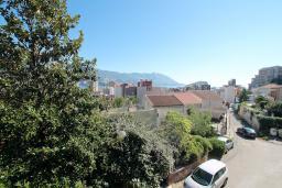 Вид. Черногория, Будва : Апартамент для 2-4 человек, с отдельной спальней, с балконом с видом на море