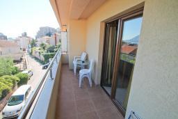 Балкон. Черногория, Будва : Апартамент для 2-4 человек, с отдельной спальней, с балконом с видом на море
