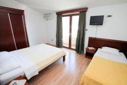 Спальня 2. Черногория, Будва : Апартамент для 6-7 человек, 2 отдельные спальни, с балконом с видом на море