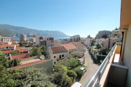 Вид. Черногория, Будва : Апартамент для 6-7 человек, 2 отдельные спальни, с балконом с видом на море