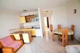 Черногория, Будва : Апартамент для 4-5 человек, с отдельной спальней, с террасой