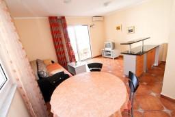 Черногория, Будва : Апартамент для 2-4 человек, с отдельной спальней, с балконом с видом на море