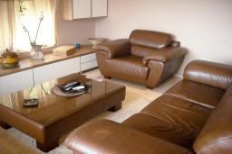 Гостиная. Черногория, Будва : Апартамент для 4 человек, 2 отдельные спальни