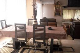 Кухня. Черногория, Будва : Апартамент для 4 человек, 2 отдельные спальни