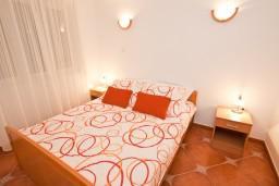Спальня 2. Черногория, Кумбор : Апартамент для 6 человек с двумя отдельными спальнями, с террасой и видом на море