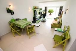 Студия (гостиная+кухня). Черногория, Крашичи : Студия в Крашичи с террасой с видом на море