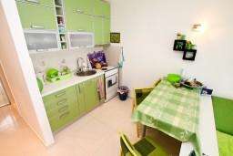 Кухня. Черногория, Крашичи : Студия в Крашичи с террасой с видом на море