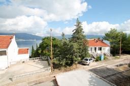 Вид на море. Черногория, Крашичи : Студия в Крашичи с террасой с видом на море