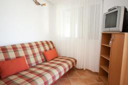 Гостиная. Черногория, Кумбор : Апартамент с террасой и видом на море