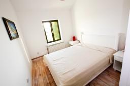 Спальня. Черногория, Росе : Апартамент для 2-3 человек, с отдельной спальней, с террасой с видом на море