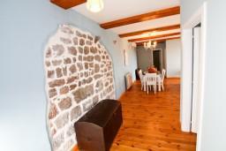 Гостиная. Черногория, Росе : Просторный апартамент для 4 человек, две отдельные спальни, с террасой с видом на море