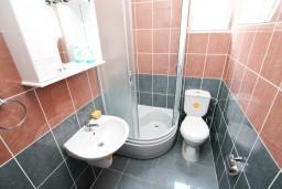 Ванная комната. Черногория, Жанице / Мириште : Уютная студия в Жанице в 200 метрах от моря