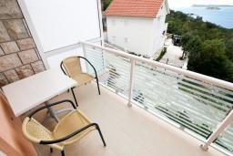 Балкон. Черногория, Жанице / Мириште : Апартамент с отдельной спальней, с балконом с видом на море